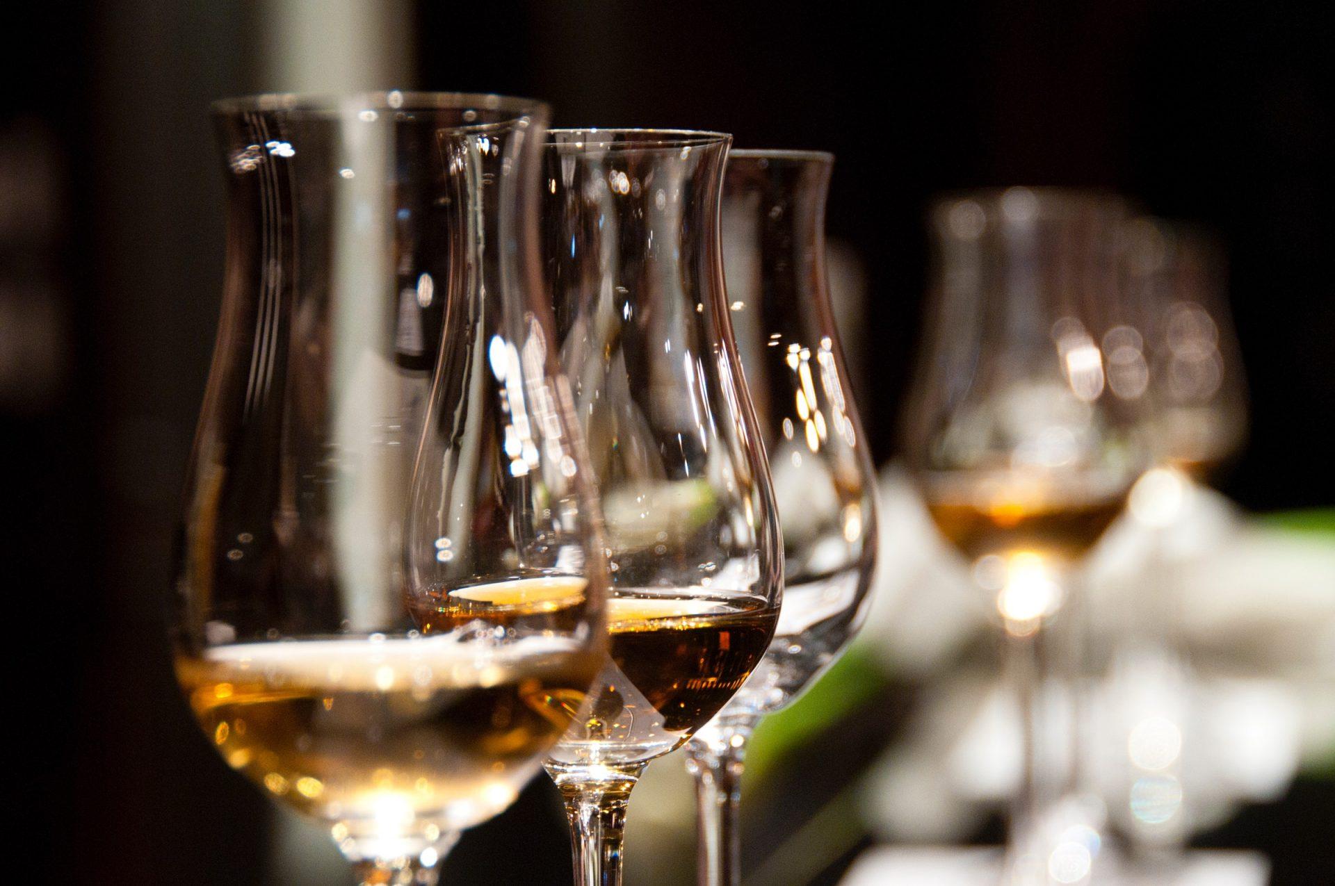 Gefüllte Whiskygläser