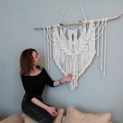 Foto von Katharina und Makramee Wandbehang